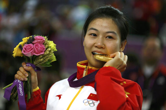 Yi Siling wins first gold of London Olympics