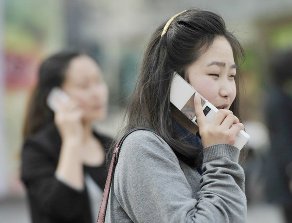 Global mobile brands find lines busy in China