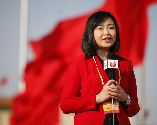 Journalists cover opening ceremony of CPC congress