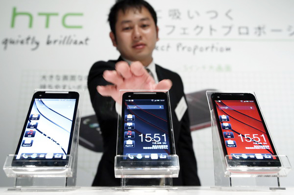 HTC shrugs off Apple battle
