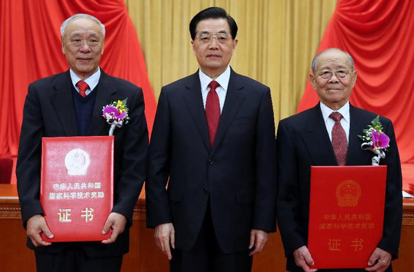 Chinese scientists awarded top prize