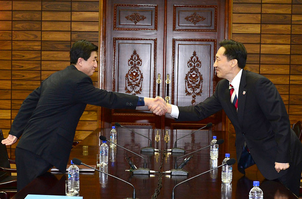 Koreas reach out for family reunions