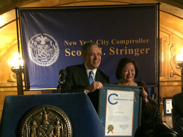 NYC comptroller honors Chinese businesswoman