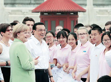 Li, German leader make surprise visit to students