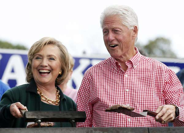 With appearance in Iowa, Clinton takes a big step toward 2016