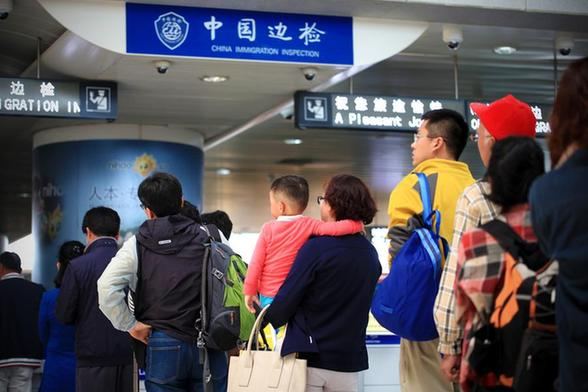 China reports huge tourism deficit
