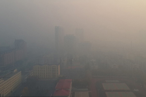 Beijing Marathon kicks off in haze