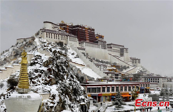 Lhasa sees heaviest snow in two decades