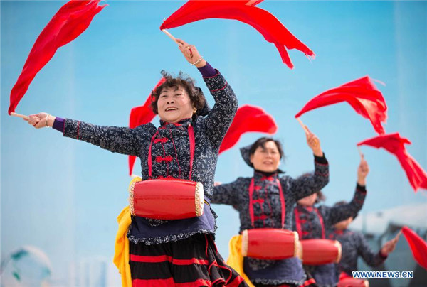 People celebrate upcoming Lantern Festival across China