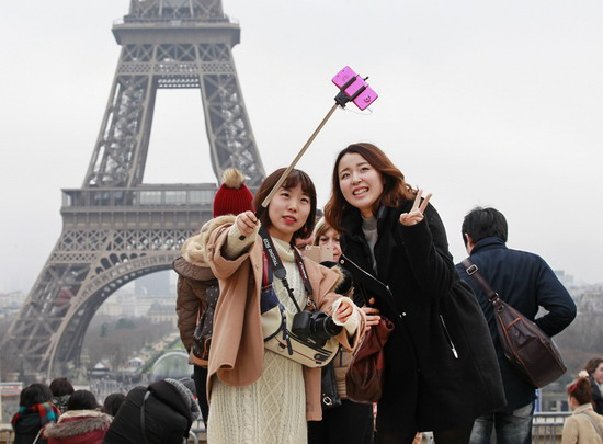 Should selfie sticks be banned?