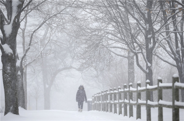 Snow blankets Chicago after spring storm