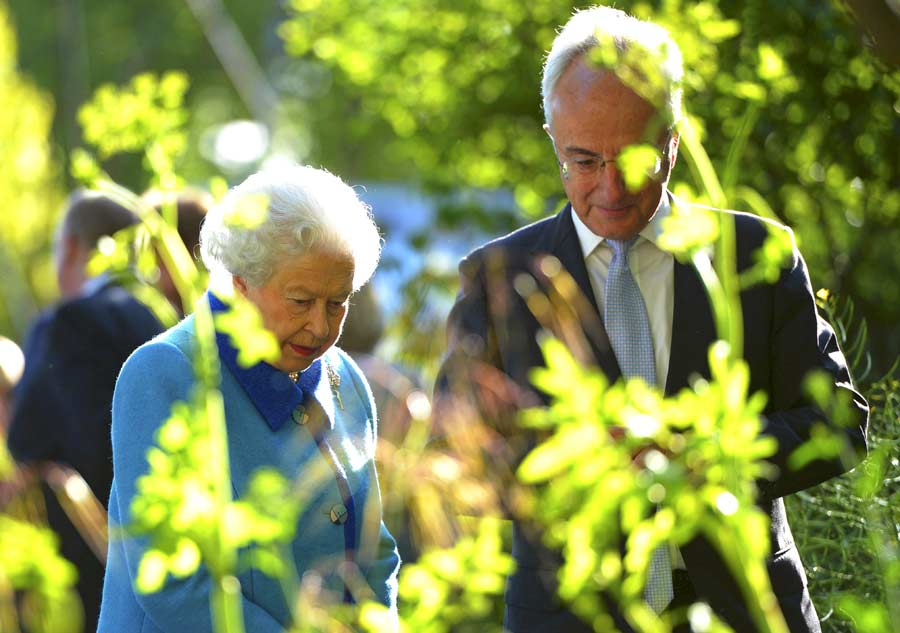 Royal family adds color to Chelsea Flower Show