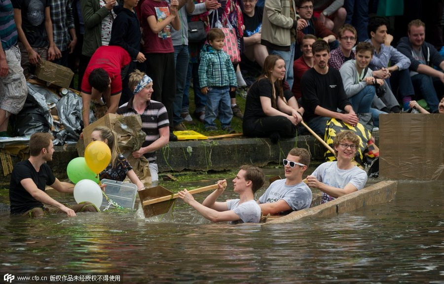 Cambridge students mark end of exam with boat race