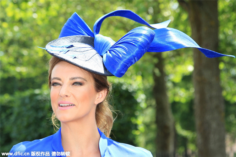 Race-goers get ahead with hats