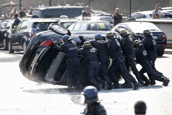 France cracks down on Uber after taxi driver protests