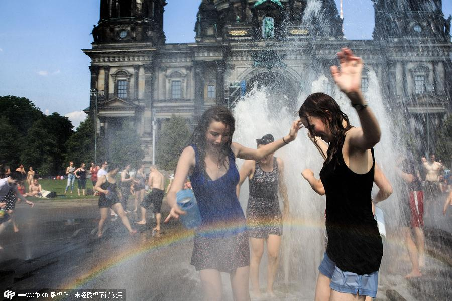 Unusual heat wave sweeps across Europe