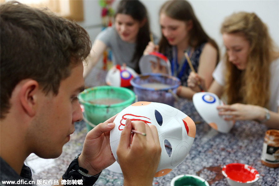 UK students experience Chinese culture in Tianjin[6]| Photos