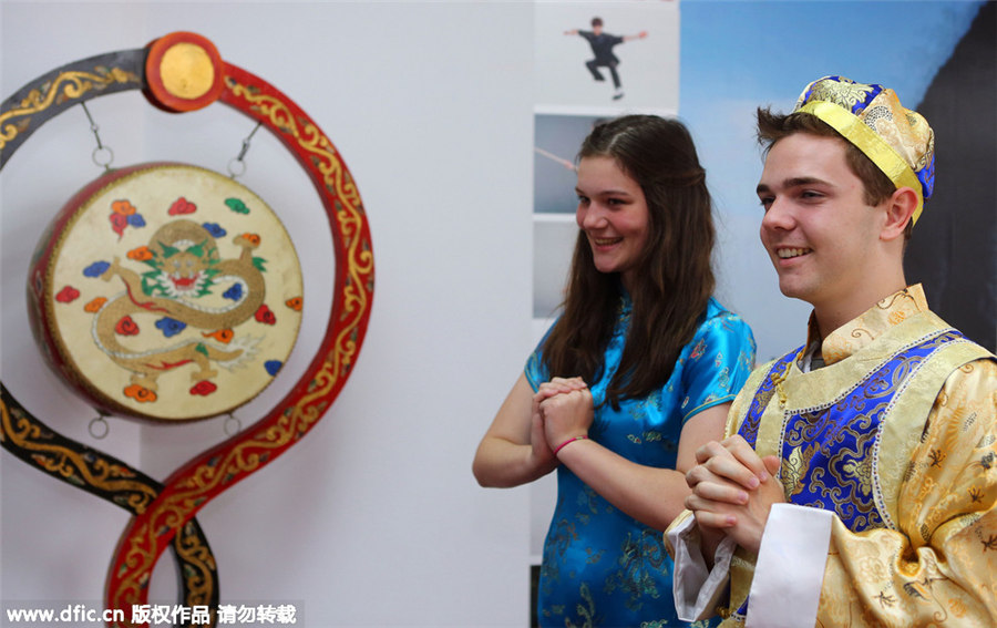 UK students experience Chinese culture in Tianjin[8]| Photos