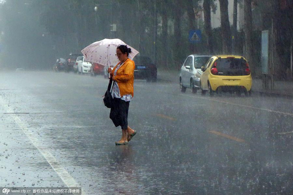 Rains leave Beijing's streets flooded, force evacuation