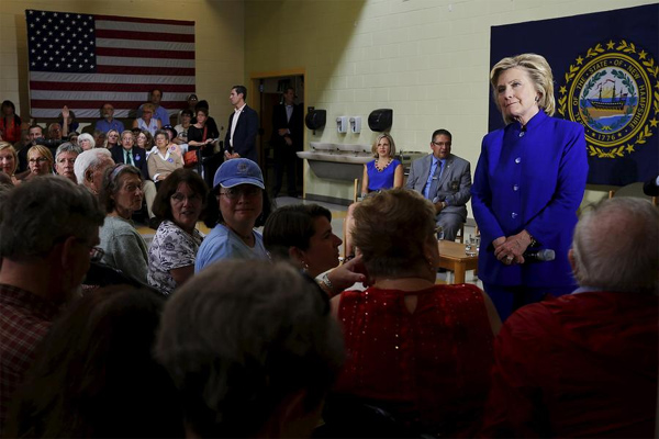 Hillary Clinton relents in e-mail inquiry amid campaign