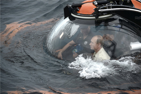 Putin rides to bottom of Black Sea