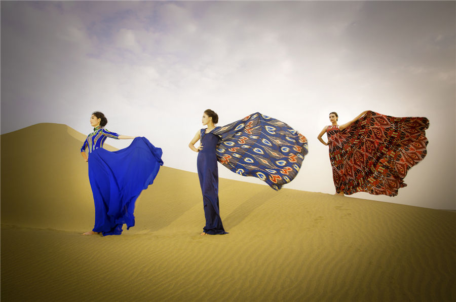 Models heat up Xinjiang desert with Atlas silk