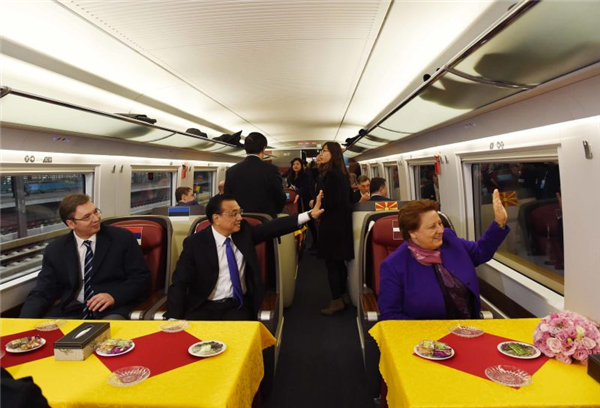 Premier road show: Li takes CEE leaders on high-speed train ride