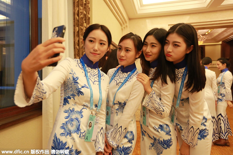 Student volunteers wear <EM>qipao</EM> for World Internet Conference