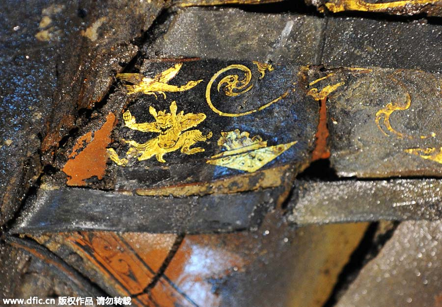 External coffin lid of 2,000-year-old Chinese tomb opened