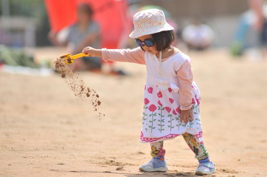 No 1 bathing beach of Qingdao opens to public