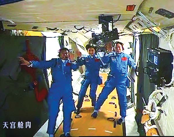 China successfully completes space docking