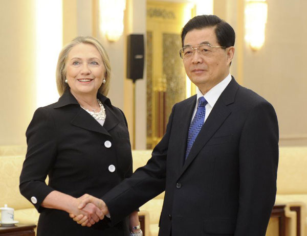 Clinton: China-US relations strong and solid