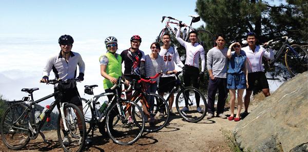 Chinese students bike the US