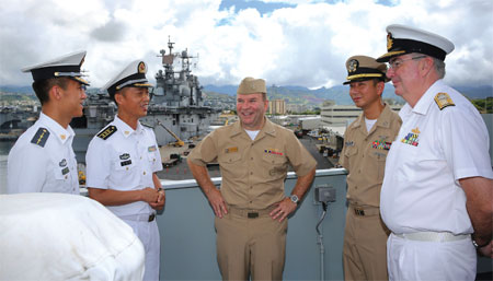 US admiral tours Chinese warship