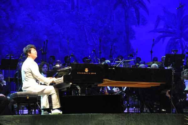 Lang Lang performs at World Cup concert
