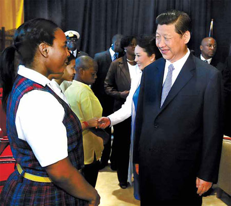 President Xi Jinping and his wife Peng Liyuan meet student