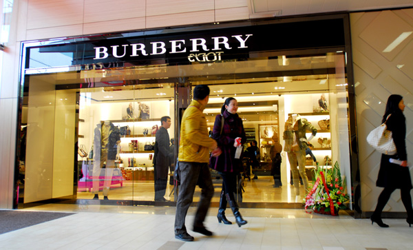 burrberry outlet shsd  Burberry opens landmark watch counter
