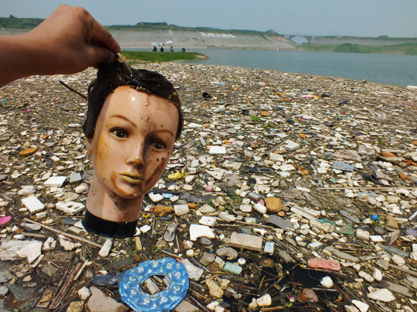 Yangtze River plagued by floating garbageYangtze River Pollution