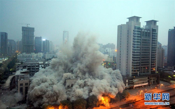 118-meter-high building in Xi'an demolished