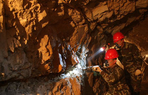 Soldiers of fortune target gold deposits|China|chinadaily ...