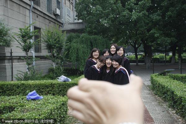 Graduation Photos Get Creative In China