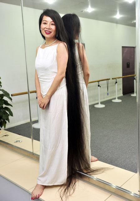 Woman keeps 1.7-meter-long hair[1]|chinadaily.com.cn
