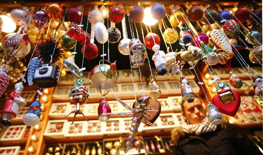 christmas market opens in frankfurt