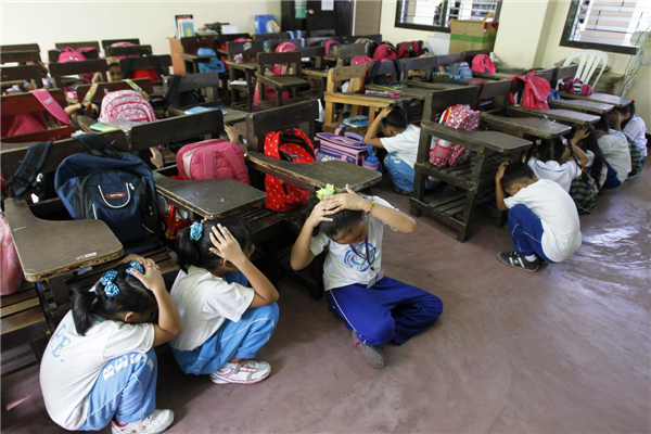 philippine students take part in earthquake drill