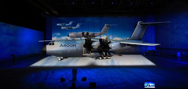 Avión de transporte militar A400M ha presentado en Sevilla