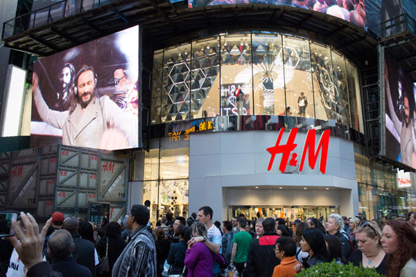 H&M promotes summer collections with DJ show in NYC[8 ...