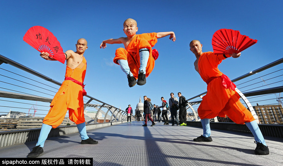 Shaolin monks display kung fu skills in London